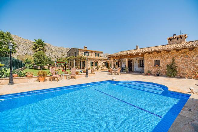 Natural stone finca ideal for families in Mallorca