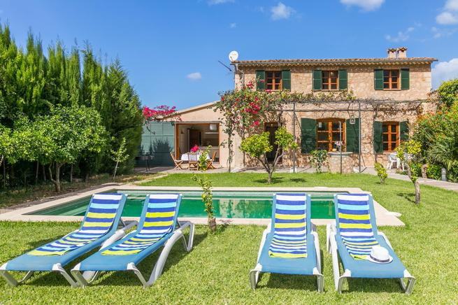 Beautiful and picturesque villa in Soller with pool sleeps 4 persons