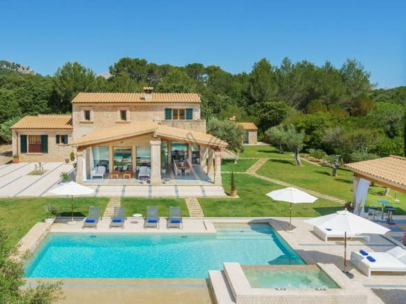 Elegant andcomfortable villa in one of the most exclusive areas of Mallorca