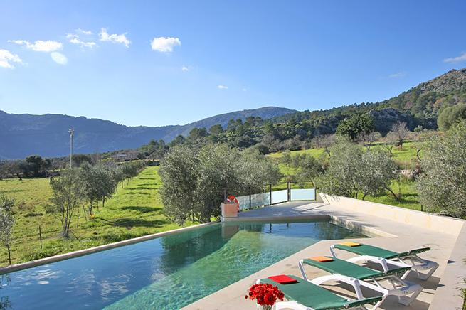 Luxury villa with swiming pool in the countryside