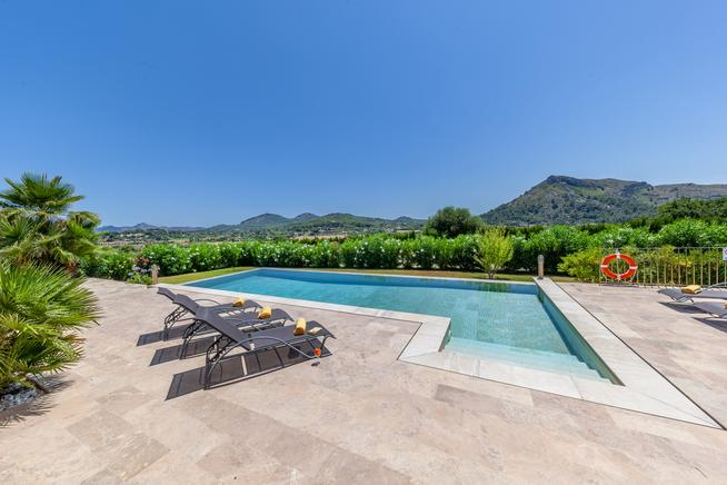 Modern and awesome views of the montain in this luxury villa