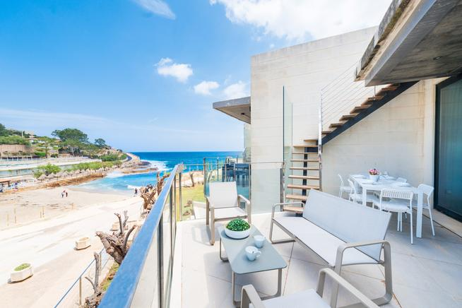 Beachfront apartment in Cala Sant Vicenç, Majorca