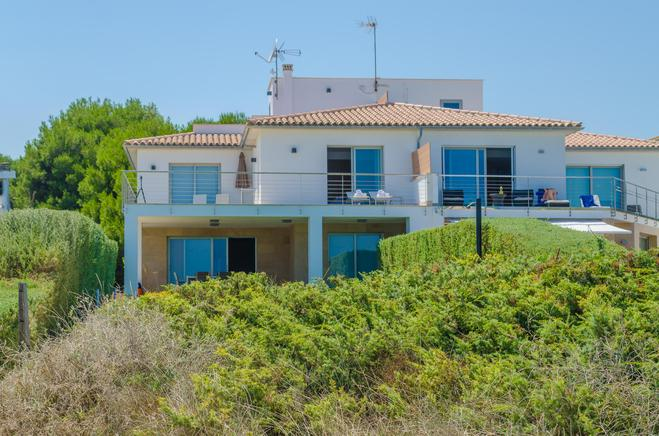 Beachfront villa with panoramic ocean views in Playa de Muro