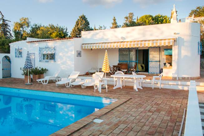 Cozy villa to rent in Faro, Algarve Portuguese