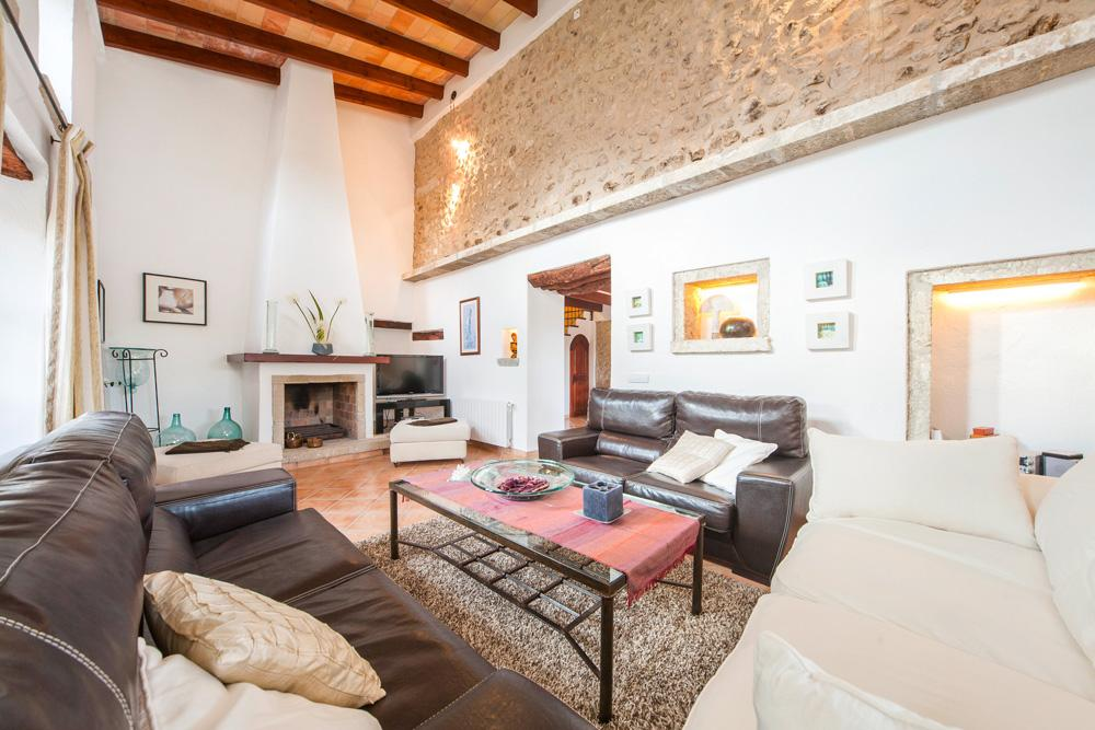 Villa Alqueria is a beautiful rural retreat to rent in pollensa