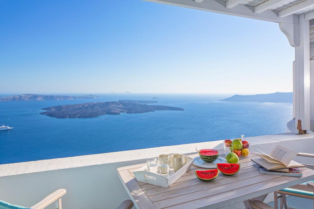 Marvellous Villa in Santorini seafront and volcano views.