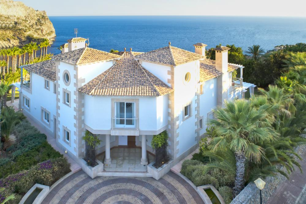 Luxury villa Breeze 16 ideal for family vacation in Mallorca