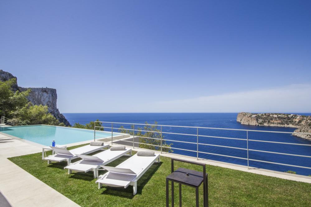 Majestic villa Folies sea front ideal for Holidays in Andratx
