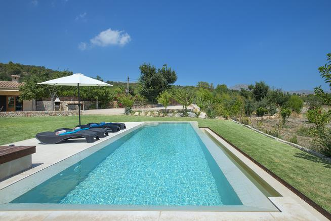 Fabulous holiday villa with mountain views in Pollensa