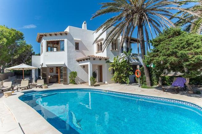Villa is ideal for large groups or families with children, located in Cala dOr, Mallorca