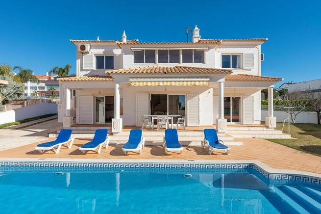 Beautiful villa with private pool, ideal for a family holidays in Albufeira, Algarve
