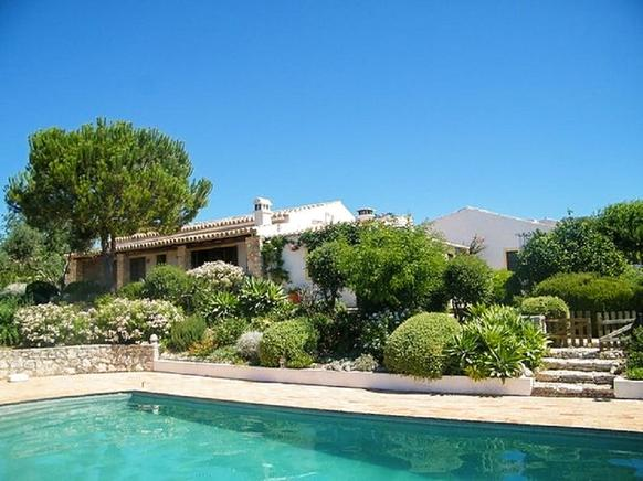 Cozy rental villa, located in Tunes, Algarve, Portugal is ideal for 5 people.