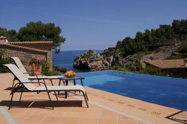 Cozy and frontline holiday villa in deia in Mallorca, Spain