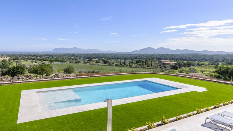 Brand new luxury villa located in Pollensa near the Golf Club and town