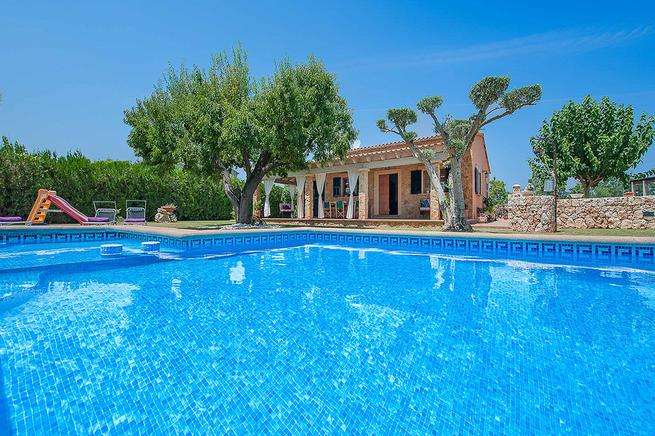 Fantastic holiday villa for short families or couples is perfect in alcúdia