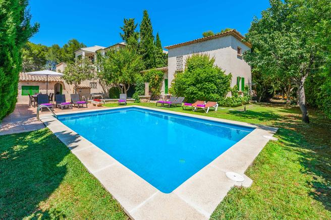 Charming villa with lovely garden in Puerto Pollensa
