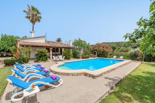 Can Berenguer is a charming and family villa rentals in pollensa