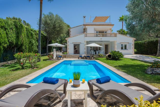 Finca in Alcúdia is ideal for families, relax in this villa, Mallorca