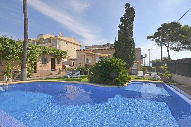 Sea front villa to let in Puerto Pollensa, Mallorca