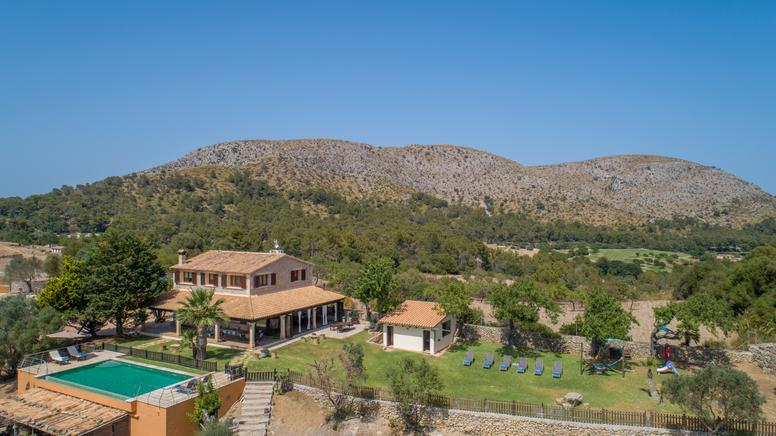 luxury villa perfect for your holidays, book now. Puerto Alcudia