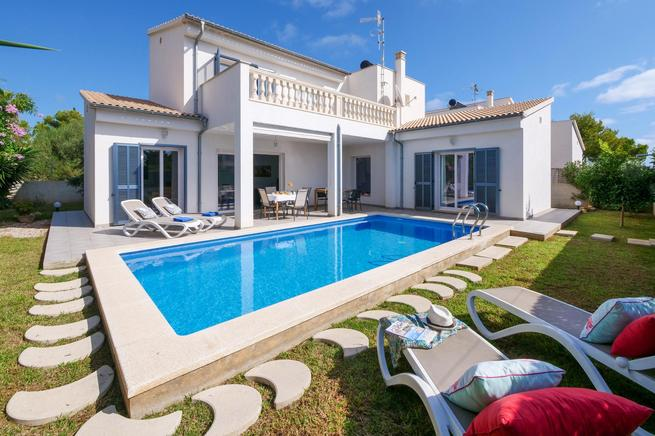 Casa Aina - Holiday luxury villa in Cala Millor for 8 guests, Majorca, Spain