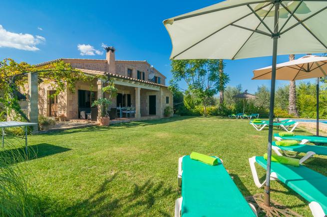 Private villa for 8 people, with private pool in Alcudia.