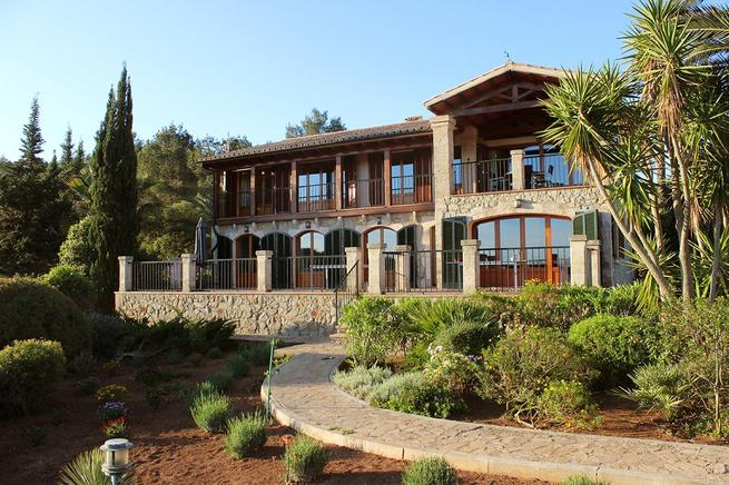 Luxurious estate for rent for families in Alcudia, Spain