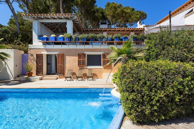 Awesome Frontline and sea view, family holidays villa.