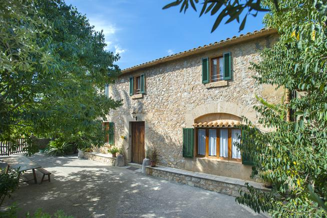 Rustic villa at the foot of the Puig de Maria, Pollensa