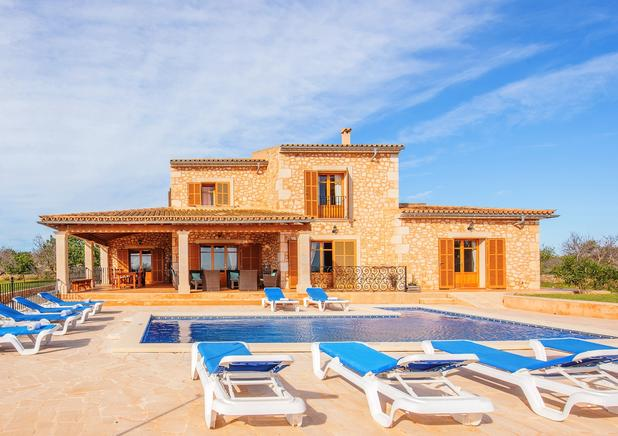 Great country house to rent with fantastic views in Cala dOr, Mallorca