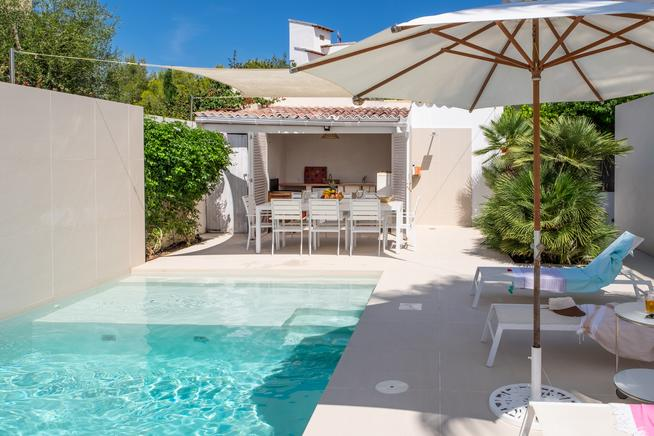 Exciting Frontline villa seaside location in Puerto Pollensa