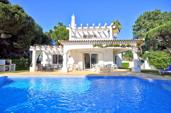 Peaceful villa in unbeatable area Quarteira, Algarve