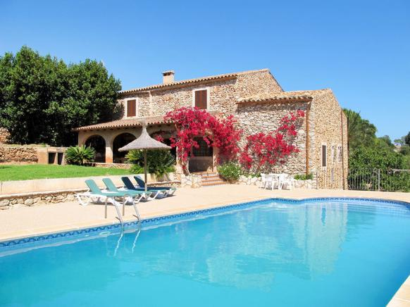 Can Caubo is a perfect villa rental in Cala dOr, Spain