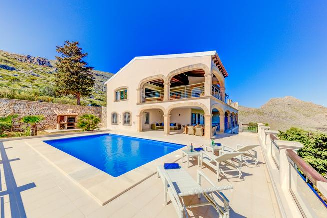 Holiday luxury villa rental in Pollensa, Mallorca, Spain