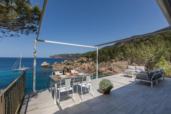 Magical and enchanted holiday rental villa in Cala deya, mallorca