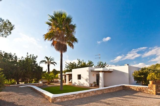 Holiday rental villa in Santa Eulalia perfect for couples, Ibiza