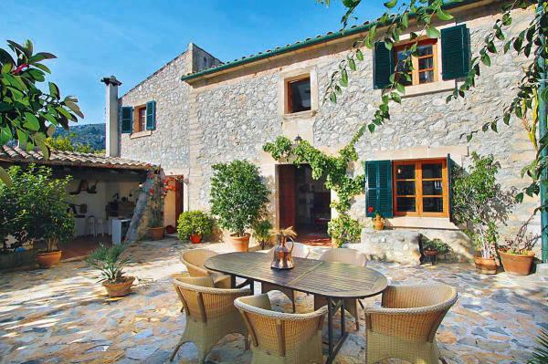 Cottage traditional for rent in Pollensa, Mallorca