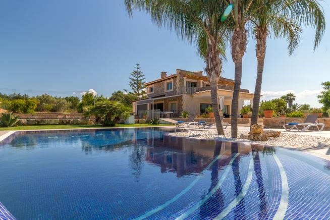 House with private pool near Playa de Muro