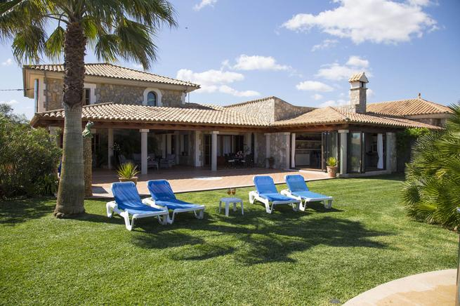 Large country estate with pool in Playa de Muro