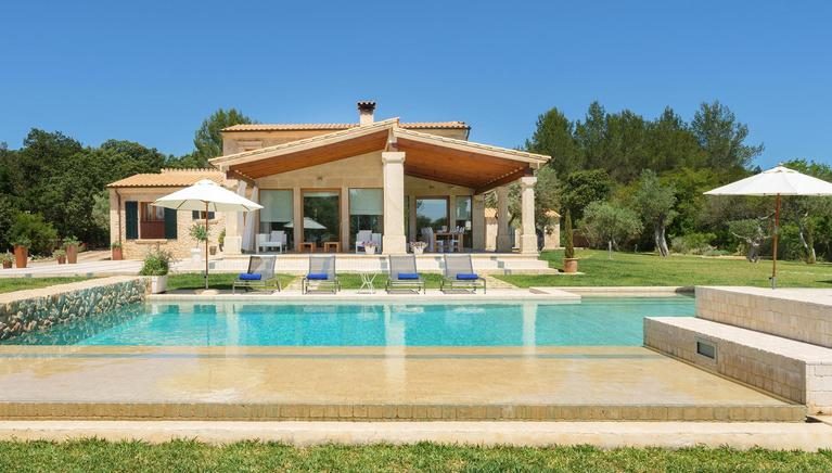 Luxury estate on the Pollensa golf course with XXL pool & Jacuzzi