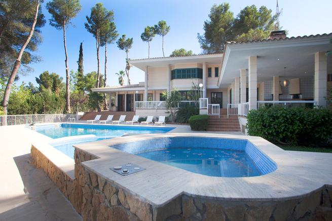 Gorgeous and pretty holiday villa for rent in Son Vida (Palma de Mallorca)