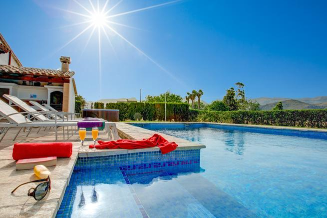 Ideal holiday villa for couples in Pollensa, Very romantic!