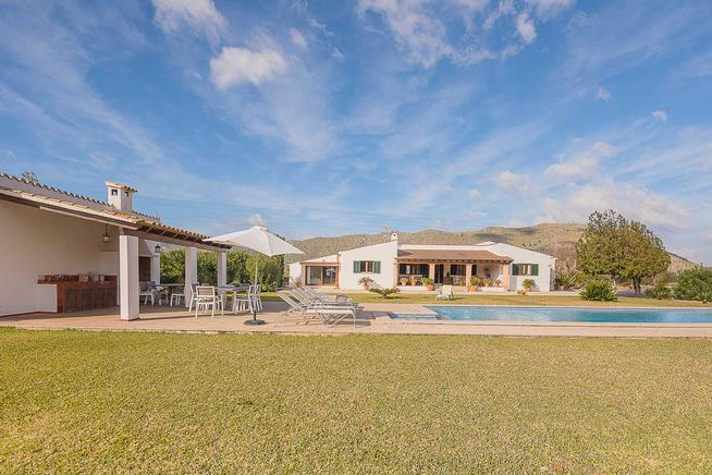 Rent Villa with spectacular views of the Sierra de Tramuntana, Puerto Pollensa