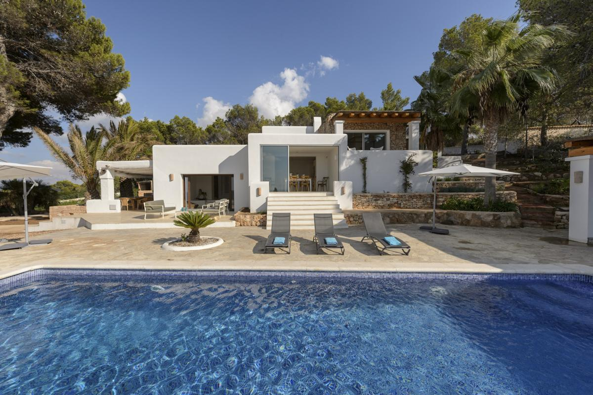 Villa des Bosc is a luxury & comfortable holidays villa in Ibiza