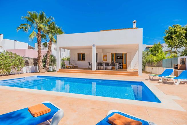 Villa is ideally located near Cala Egos and Calo des Pou, Cala Dor