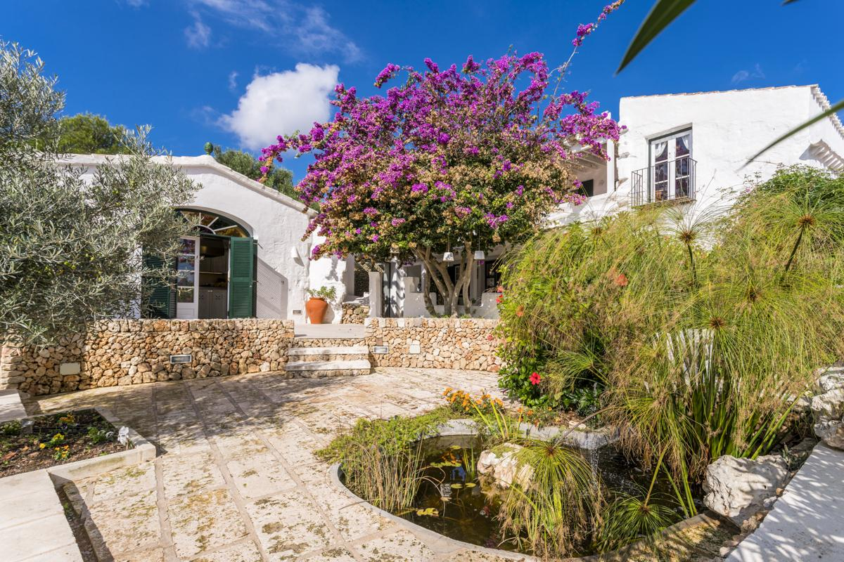 Villa Solecito is a house modern & bright in Mahón, Menorca