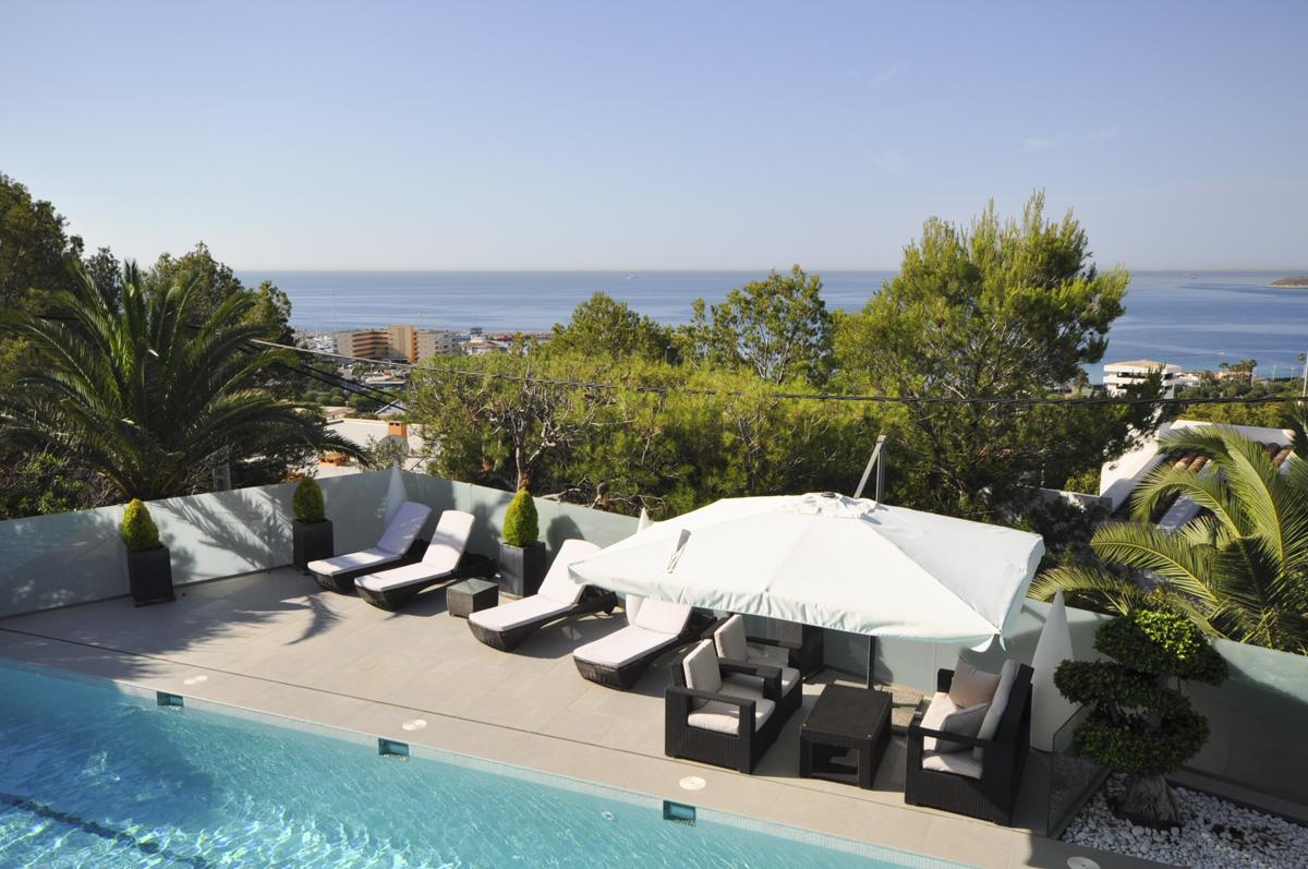 Luxury villa with harbour and sea views in Calvià